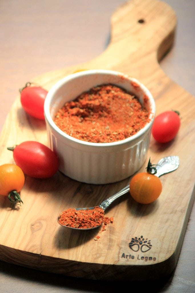 My PCOS Kitchen - Paleo Taco Seasoning - A super easy taco seasoning that is gluten-free, starch-free and free from preservatives and additives.