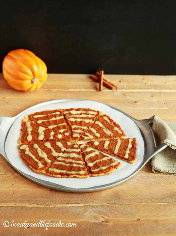 My PCOS Kitchen - Beauty and the Foodie - Pumpkin Pie Dessert Pizza - Low Carb Halloween Recipes Roundup - A grain free, paleo and low carb pie crust pizza with  a pumpkin pie spread and  a streusel topping.